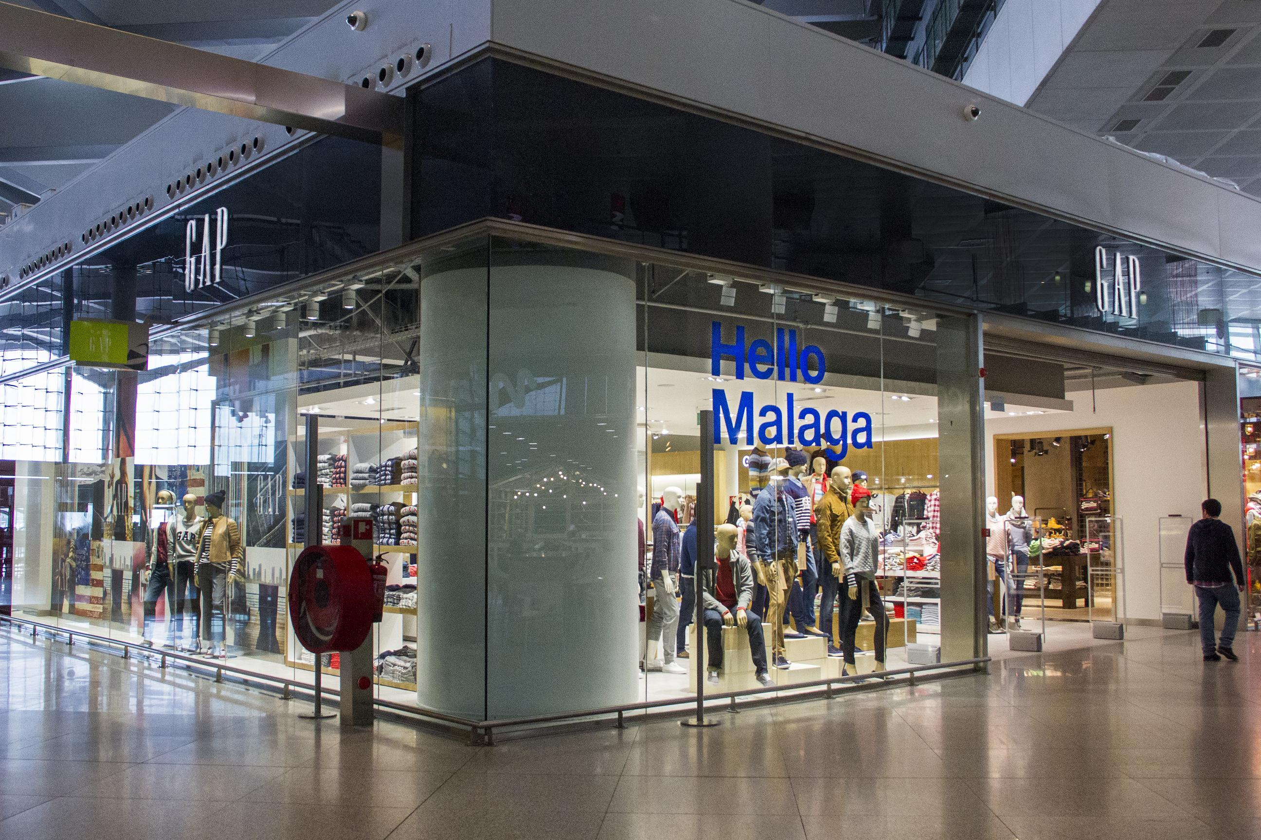 Gap-Dufry-Malaga-Costa-Del-Sol-Airport-Store-Travel-Retail-Shopping